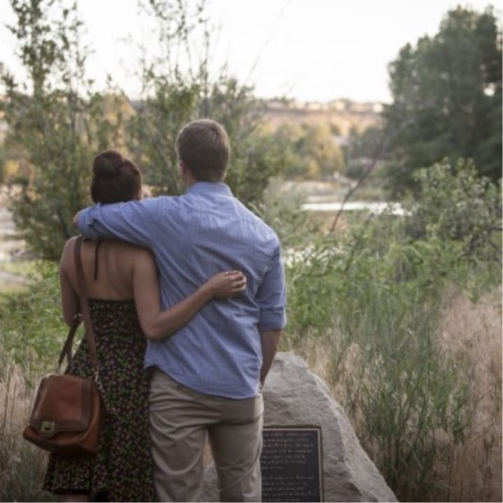 gallery-square-couple-with-scenery@2x
